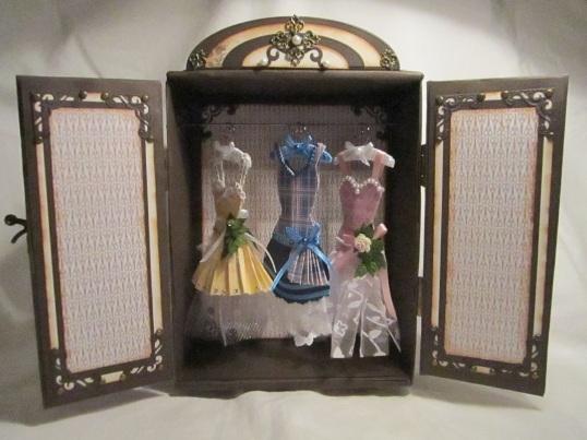 Gaderob och mina klänningar 004