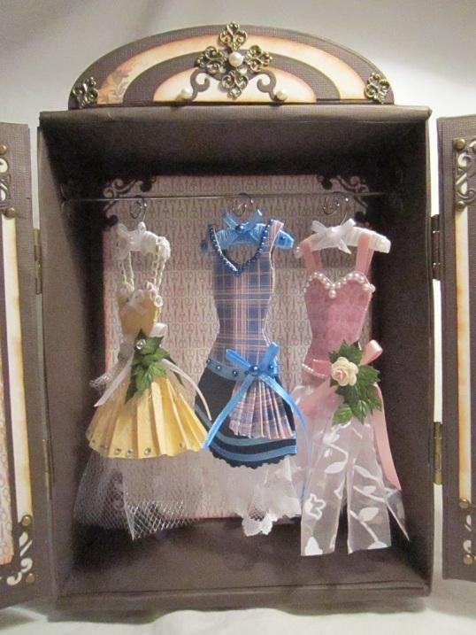 Gaderob och mina klänningar 005
