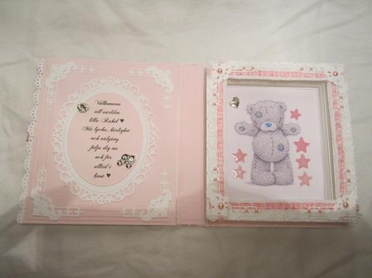 Rosa Babybok Box och Åsa och Magnus sin ram 021